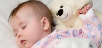 Для нормального развития ребенок должен спать не меньше 10 часов