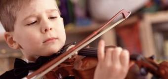 Игра на музыкальных инструментах меняет мозг подростков