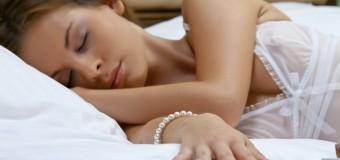 Учёные: сон на боку полезен для головного мозга