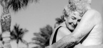 Счастливые пожилые пары остро реагируют на боль партнера