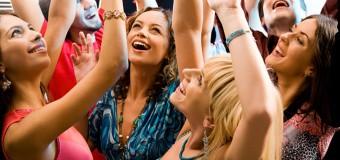 Общительность в молодости – залог счастья после 40