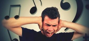 Ученые выяснили, почему мелодии «застревают» в голове у людей