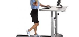 Стол с беговой дорожкой уменьшит мышечные боли у офисных работников