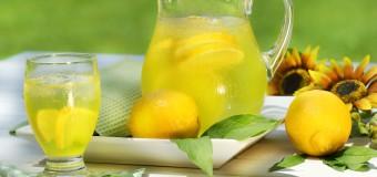 Вода с лимонным соком портит зубы, помогая похудеть