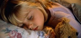 Лишенные сна дети больше едят