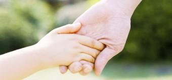 Маленькие дети тщательно выбирают взрослых, у которых хотят учиться