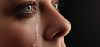 Психологи не советуют сдерживать слезы