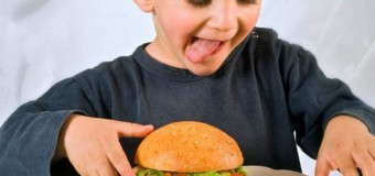 Дети из богатых семей употребляют более калорийный фаст-фуд