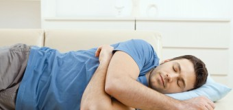Сон на боку полезен для здоровья позвоночника