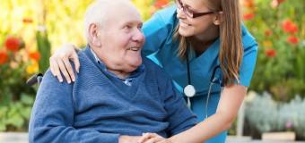 Дефицит личного общения с близкими удваивает риск депрессии у пожилых людей